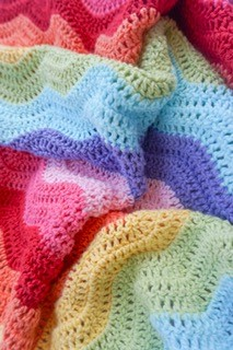 rainbow ripple crochet blanket by Little Cosy Things @littlecosythings